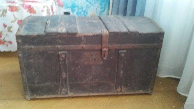 Stary kufer drewniany