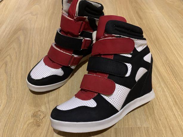 Кросівки-снікерси весна-осінь не дорого