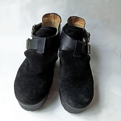Botim preto, calçado português
