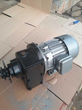 Мотор редуктор 380 V. 0,75 КВТ. 1400 об/мин.