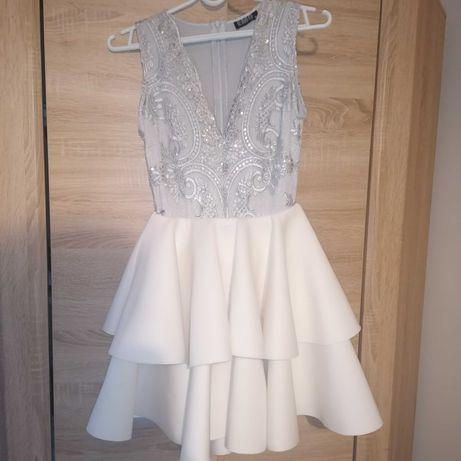 Sukienka rozkloszowana z falbankami
