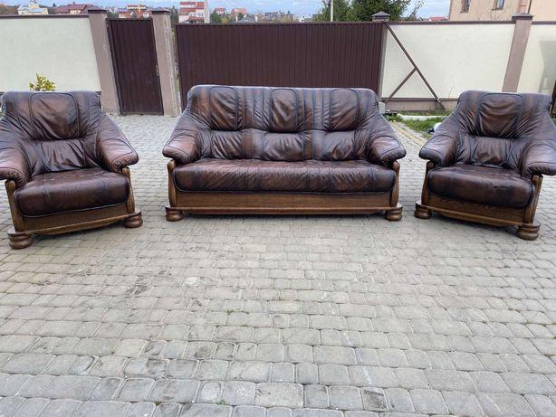 Шкіряний розкладний диван та 2 крісла