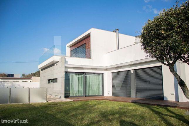 Moradia em Viana do Castelo com piscina, 3 suites e vista mar