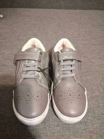 Продам детские кожаные туфли