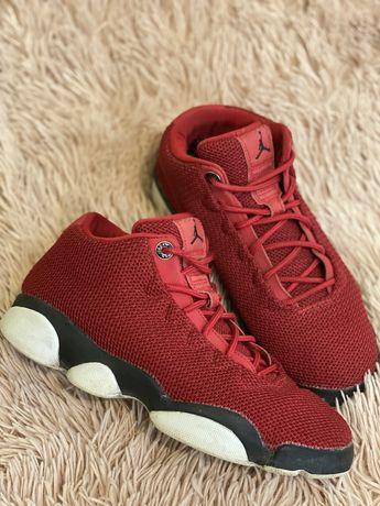 Продам женские кроссовки jordan/джордан