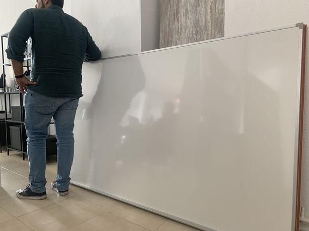 Quadro branco muito grande