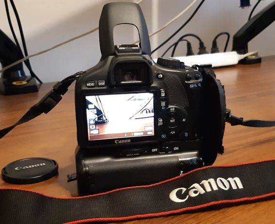 Canon EOS 550D + EFS 18-55mm IS + EF 50mm + GRIP + AKC