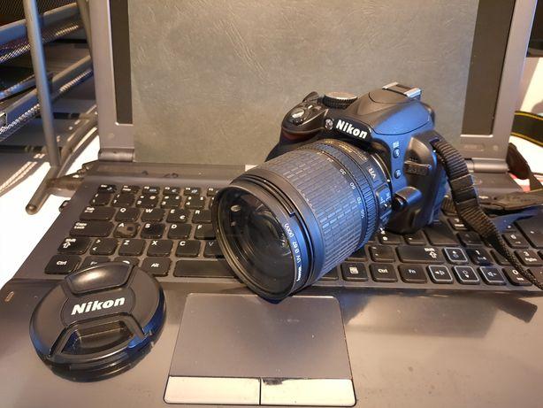 Nikon D3100 e objetiva 18-105