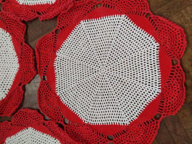 Naperons em renda de crochet vermelho e branco (4)