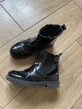 Весняні черевички в хорошому стані