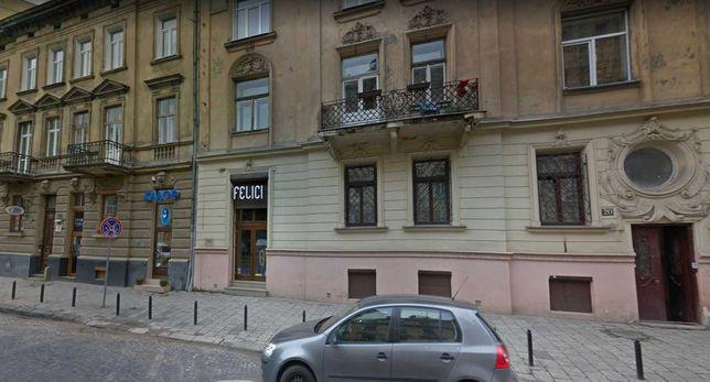 Продаж фасадного комерційного приміщення по вул. Саксаганського, 20