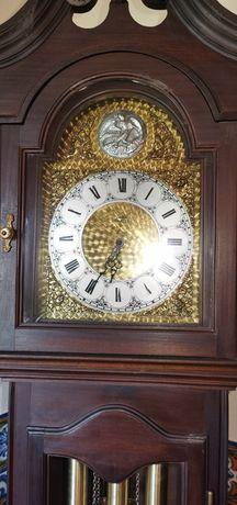 Relógio de pé alto à corda antigo