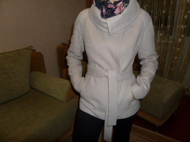 Продам шикарное молодежное пальто размер 42.