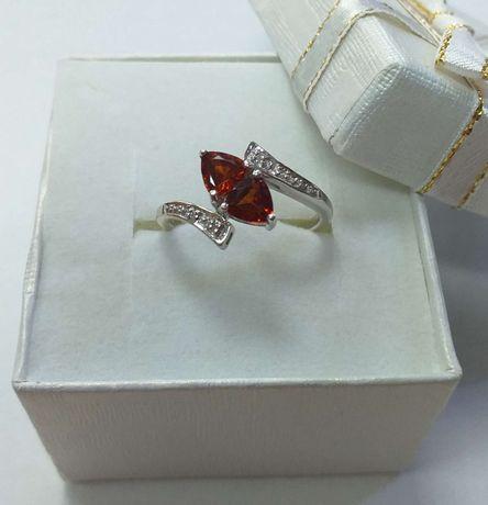 Złoty pierścionek z granatami i diamentami, próba 375