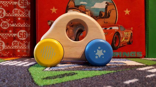Piersze auto samochodzik drewniana zabawka Garbus firmy Voila