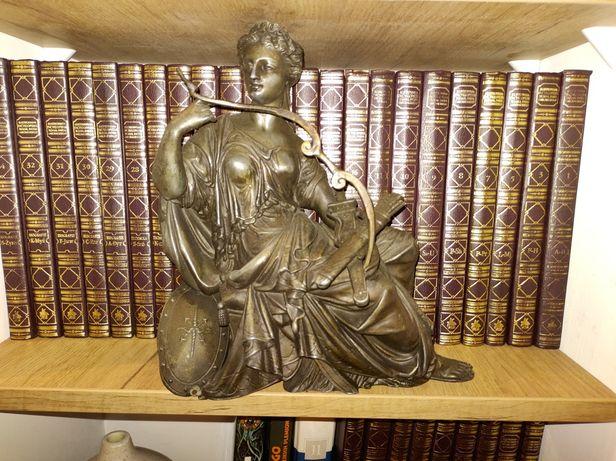 rzeźba kobiety z lat 30 ubiegłego stulecia