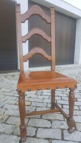 Cadeiras em madeira macica
