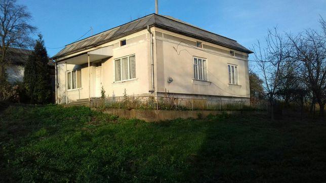 Продається будинок в центрі с.Дем'янів