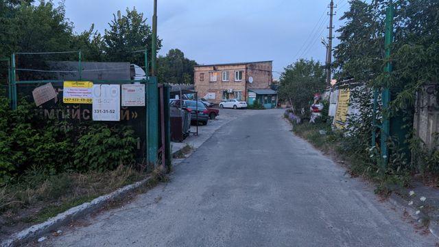 Половина гаража Амосова, Батыевка, Нечуя-Левицкого