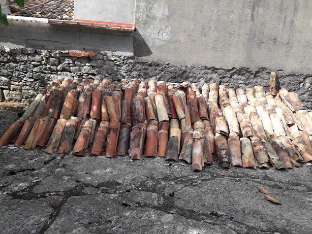 Telhas antigas de cano