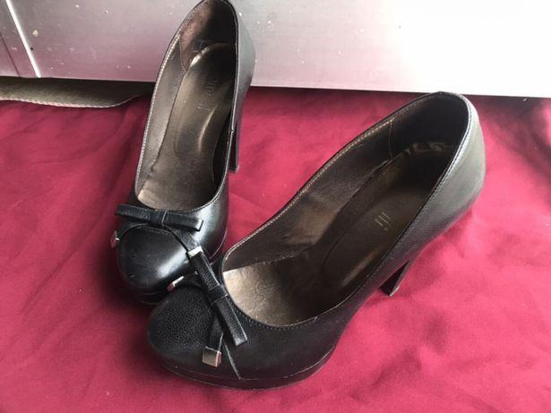 Sapato em pele preto T36- marca Samelli