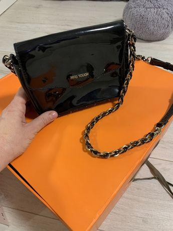 Лаковая мини сумочка Mango