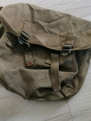 II wojna plecak U. S. chlebak 1944 nie szabla bagnet hełm