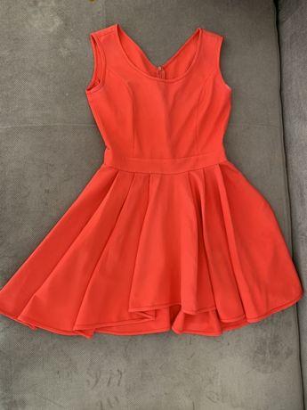 Malinowa- koralowa sukienka z odrobine dłuższym tyłem. Ładny dekolt