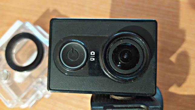 Экшн камера Xiaomi Yi Sport + Аквабокс