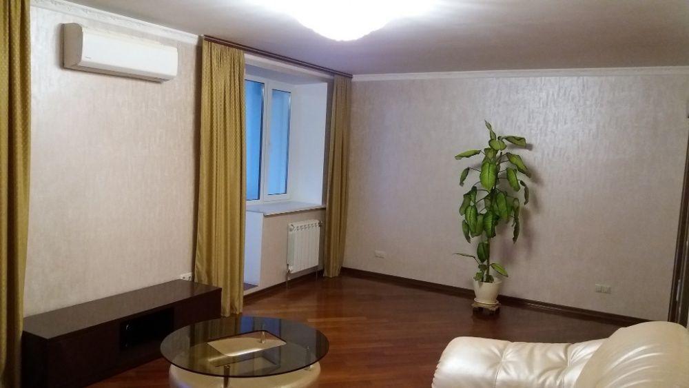 Крутой Хостел Койко-место Общежитие Центр М. Палац Украины М Лыбедская-1