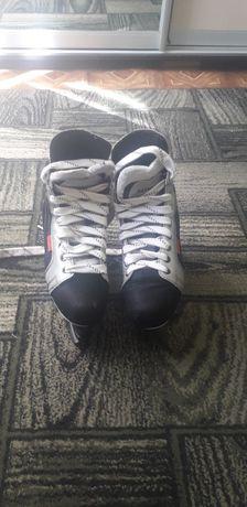 Продам хоккейные коньки в отличном состоянии