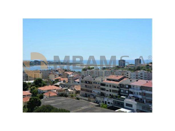 Apartamento T4 Renovado, situado no Campo Alegre