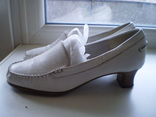 ОБМЕН Женские кожаные туфли р-р 39-40