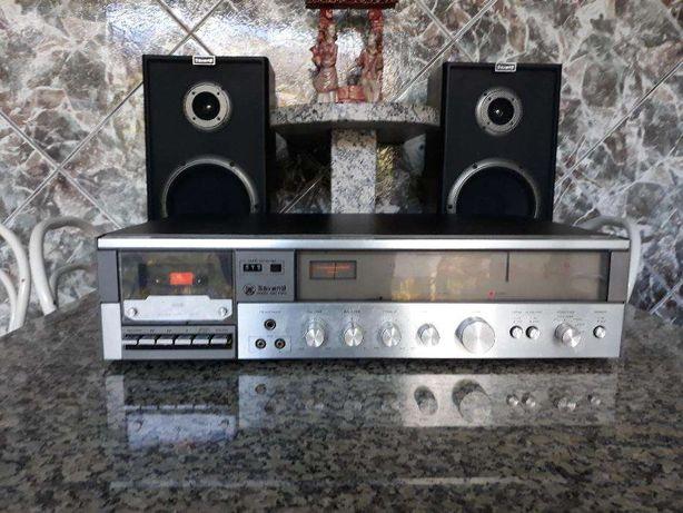 Aparelho rádio, leitor e gravador de cassetes
