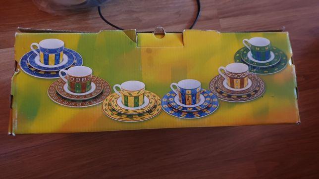 Zestaw kawowy filiżanki z podstawkami