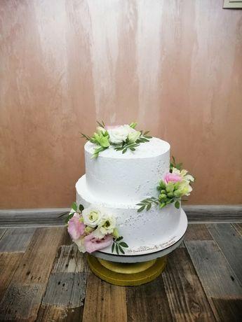 Свадебные и юбилейные торты под заказ от 250 грн за кг.