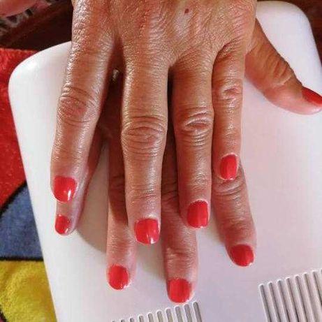 Faço manicure/pedicure ao domicílio