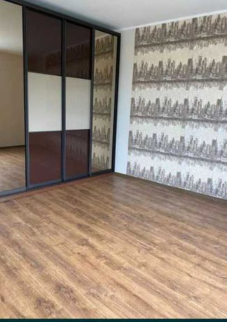 Продам 3-комн. квартиру в сталинке на ул. Бажанова M