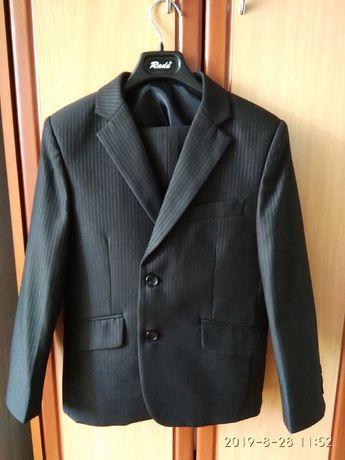 Продам костюм тройку б/у в отличном состоянии на 1-й,2-й класс