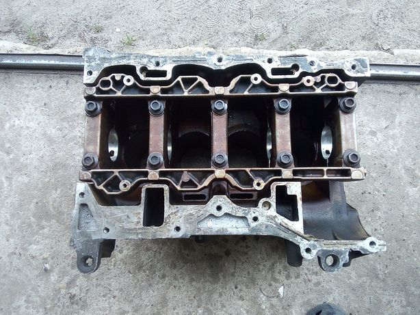 Blok silnika FORD MONDEO MK3 2.0 benzyna CJBA