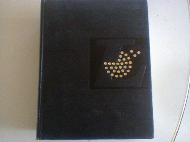 """Enciclopédia Ilustrada """" Petit Larousse en Couleurs"""" Ed 1972"""