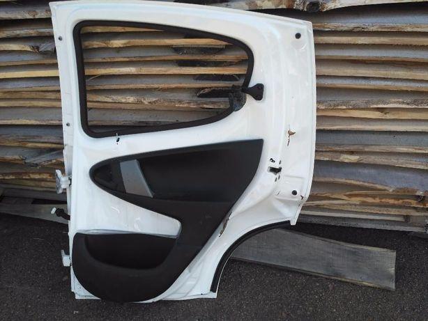 Дверь двери Peugeot 107, Citroen C1 Aygo пежо ситроен