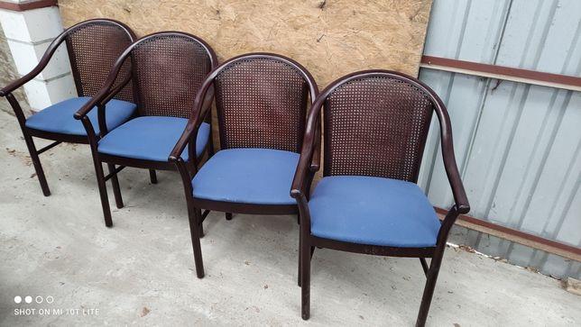Komplet 4 krzeseł z rafią