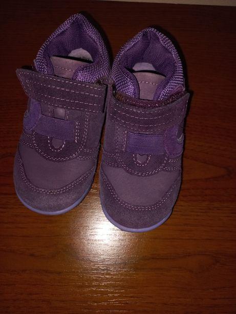 Осінні кросівки для дівчинки