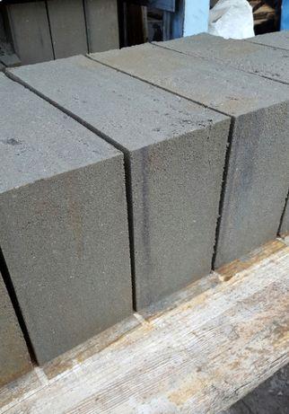 Bloczek betonowy fundamentowy B15 38x24x14 Transport HDS