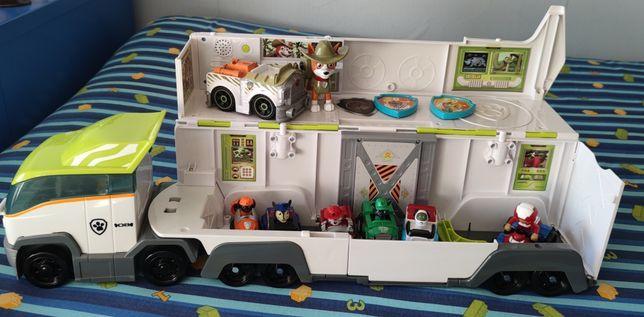 Patrulheiro da Selva - Patrulha Pata, com vários veículos