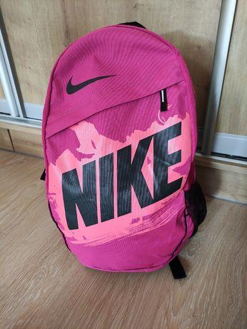 Классный женский рюкзак nike, оригинал,  20 л