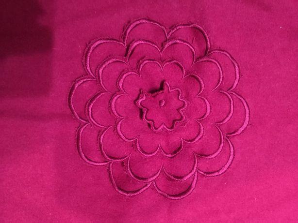 Poszewki na poduszki 4 sztuki. 3 Różowe i 1 fioletowa.