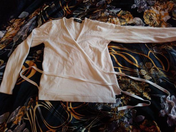 Sweterek z ciekawym wiązaniem S 36 M 38 biały