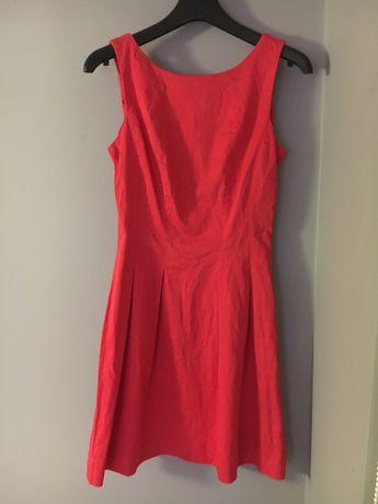 Czerwona wyjściowa sukienka
